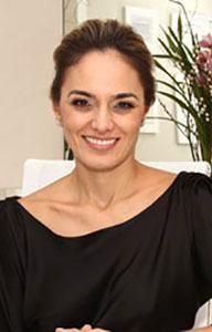 """ד""""ר מריה אנגליה מורי יועצת לעיבוי שיער בעזרת מכשיר היירמקס"""